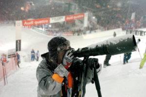Skifahren mit Knieprothese und Teilschlitten